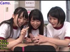 宮崎あや 巨根に興奮を隠せない3人の女子校生によるチンポ遊び!