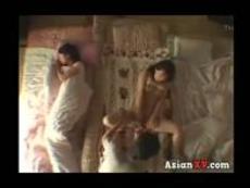 加藤なつみ 羽月希 【羽月希加藤なつみ】妹に気付かれないように布団を隔ててセックスする姉の浅はかさが妹の性欲に火を付ける!