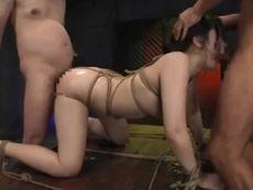 巨乳美女ギャルの手足を縛って動けなくなったところに中出しセックスする鬼畜男