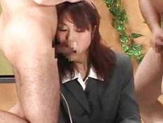 かわいい女子アナが生放送中に2人の男にイラマチオされちゃいます
